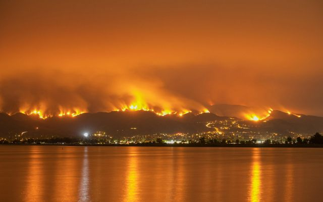 Night long exposure photograph of the Santa Clarita wildfire in CA.