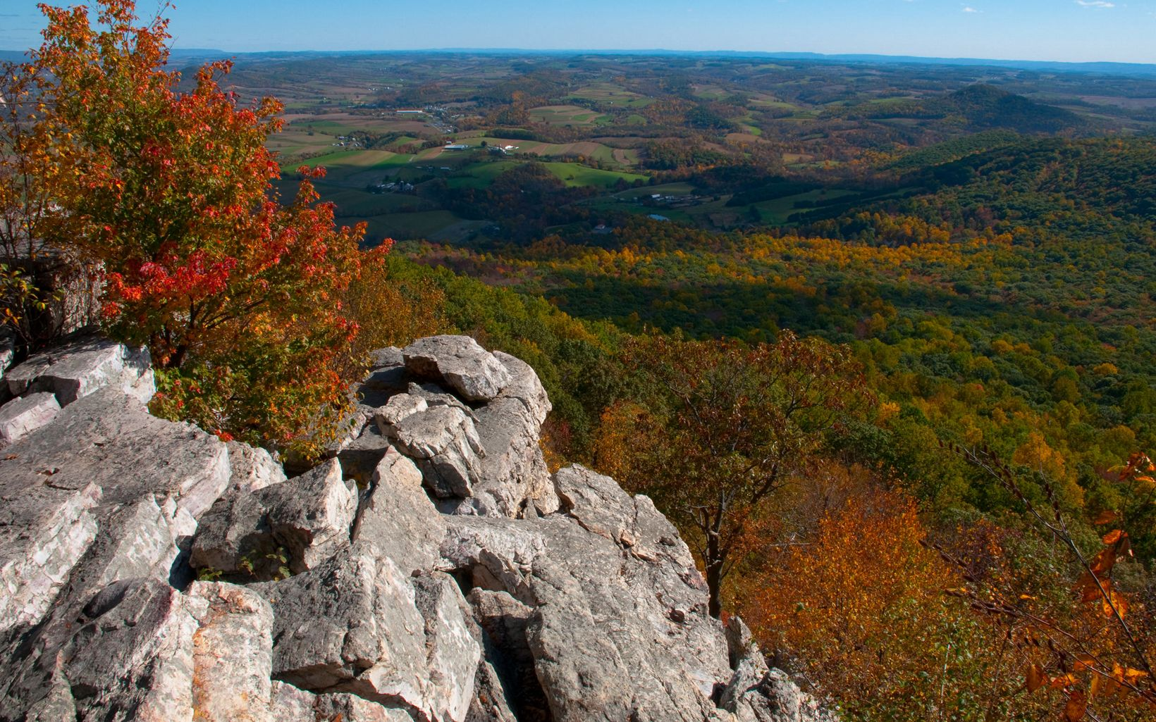 A valley view from a rocky outcrop on the Kittatinny Ridge