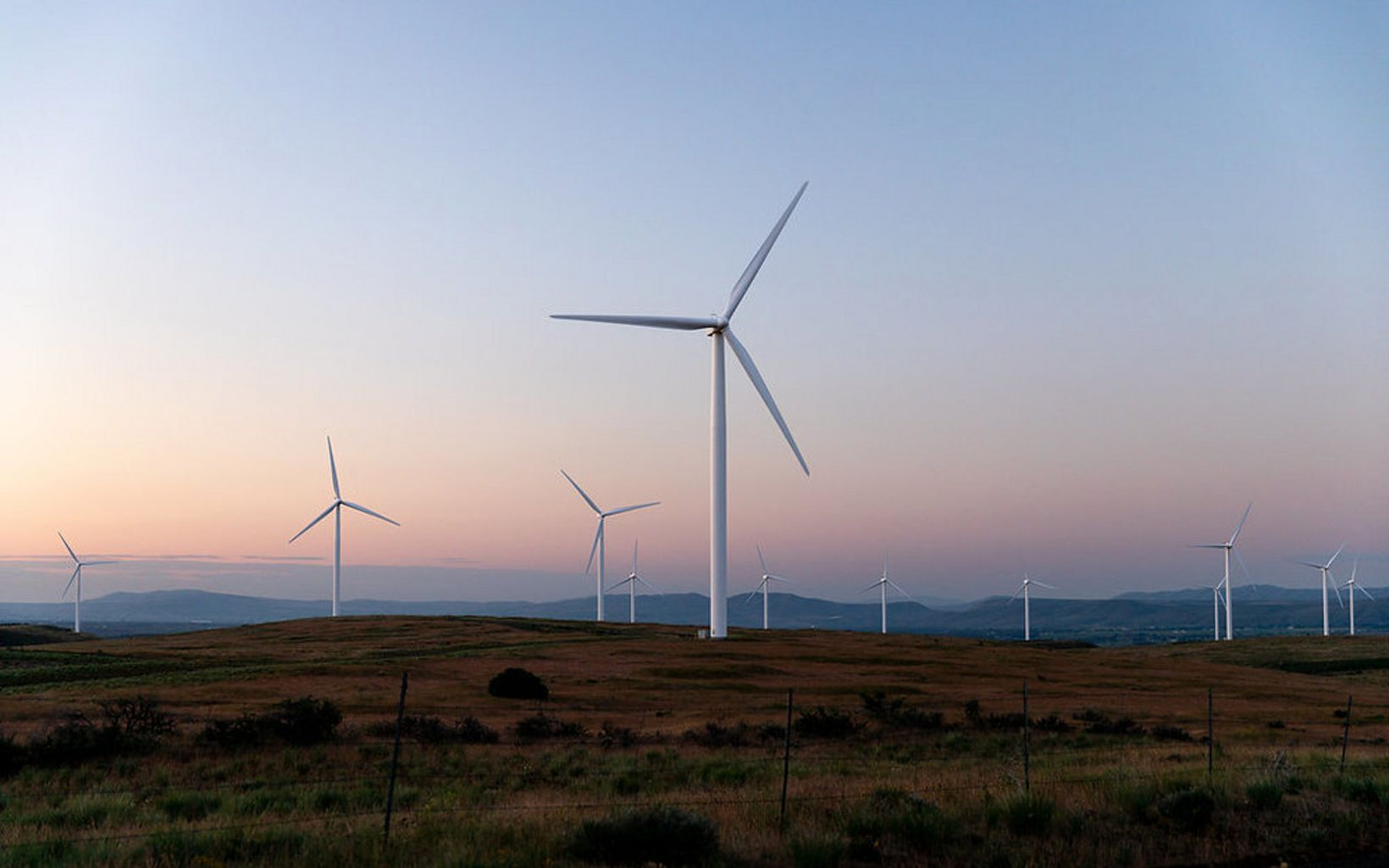 in Kittitas Valley near Ellensburg. Operated by EDP Renewables, the wind farm is located on private and public land, and it powers 26,000 homes with renewable energy.