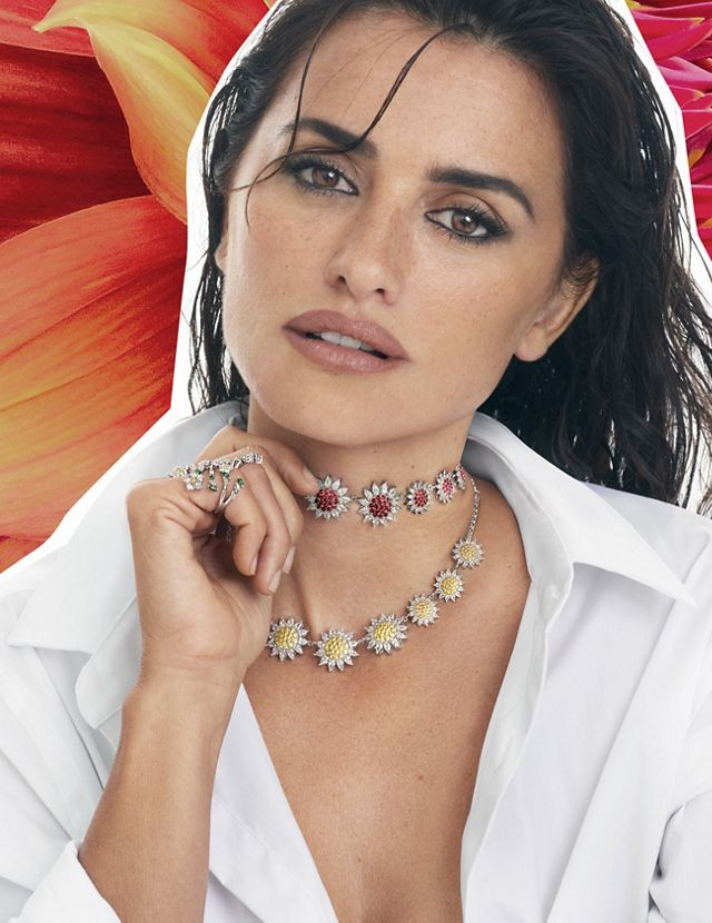 Penelope Cruz wearing two necklaces