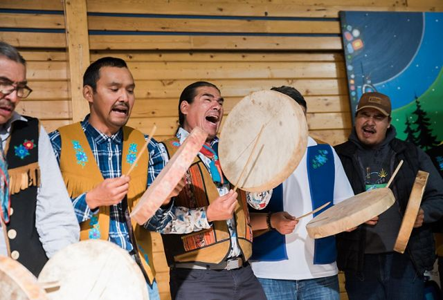 Łutsël K'é Dene First Nation signs Establishment Agreements with Parks Canada and the Government of the Northwest Territories that mark a historic milestone for Thaidene Nëné.