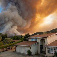 Smoke and fire close to a neighborhood