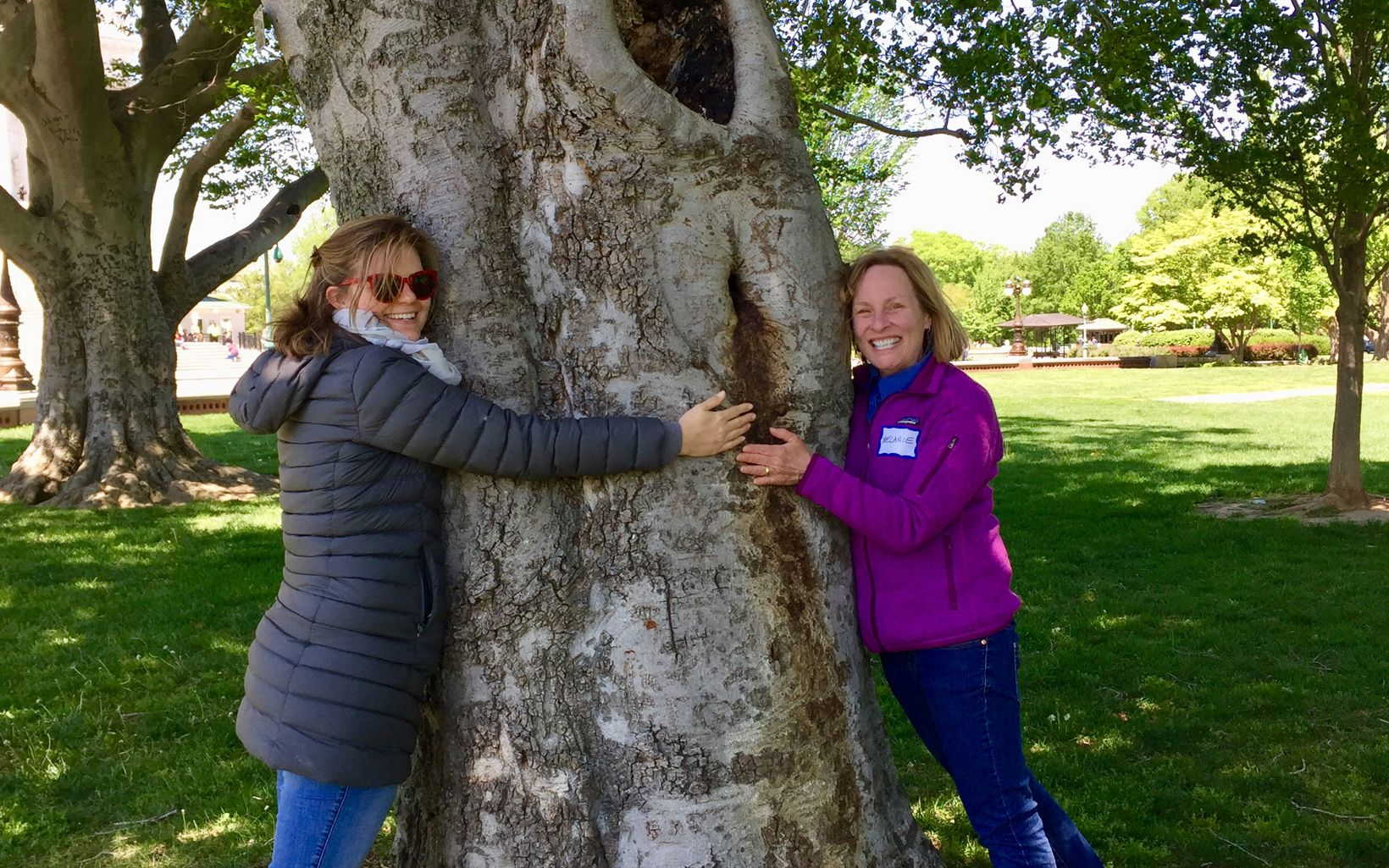 "TNC's Bridget Moynihan and naturalist Melanie Choukas-Bradley show their love for nature during the Maryland/DC chapter's ""Capitol Trees"" guided hike."