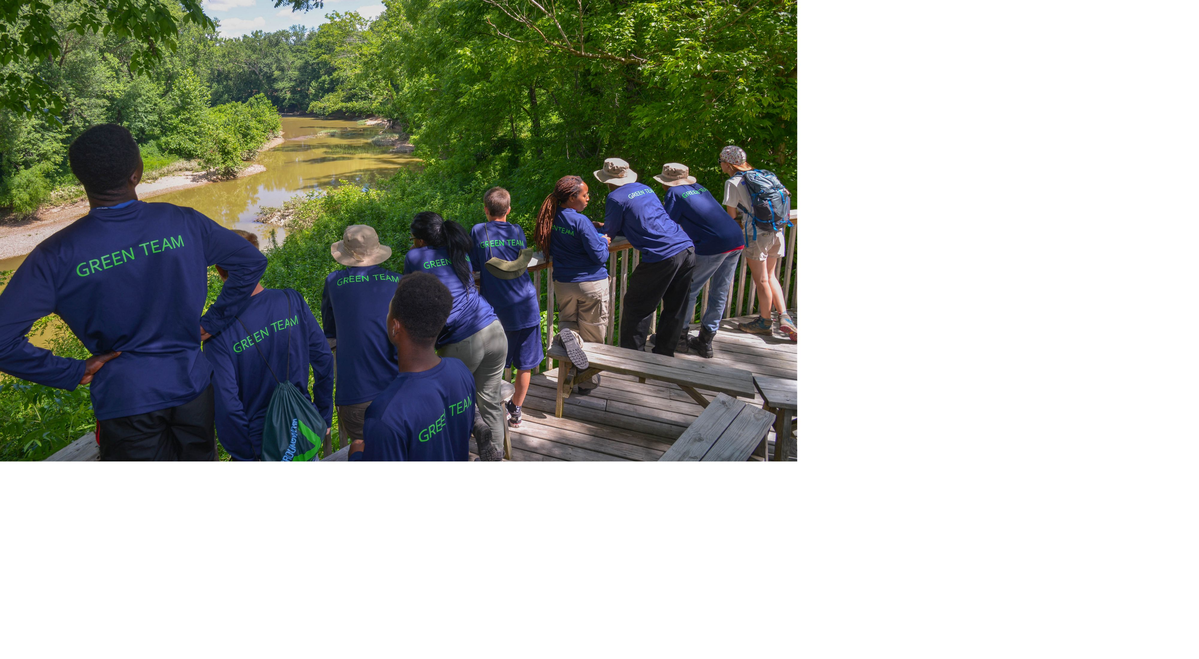 Youth from the Groundwork Cincinnati - Millcreek Green Team visit the Edge of Appalachia
