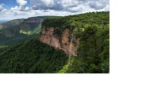 This is Chapada dos Guimarães, a place in central Brazil. An important hydromorphic region, whose rocks are responsible for absorbing water from the clouds and redistributing