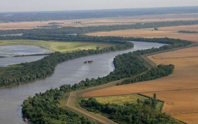 An aerial view of the Illinois River and the floodplain and agricultural fields that line its borders.