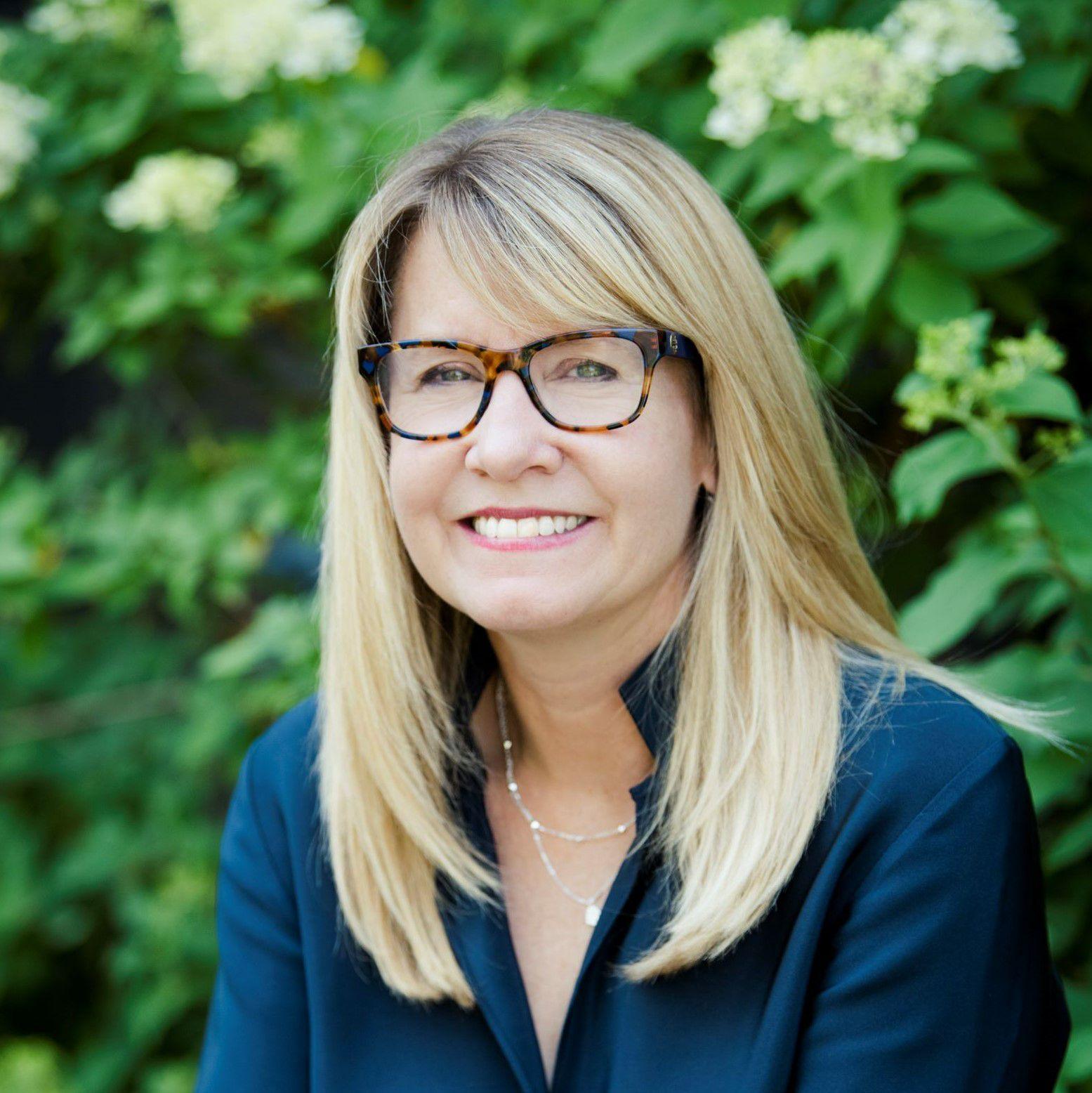 Headshot of Jennifer Morris.