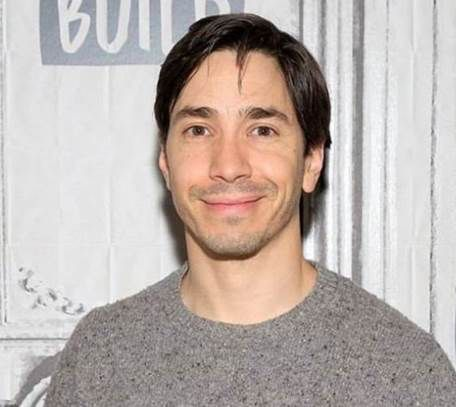 Headshot of Justin Long.