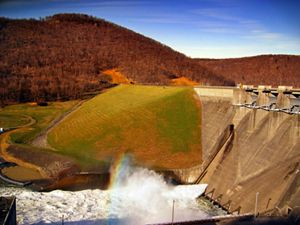 The Kinzua Dam is located in Warren County, Pennsylvania.