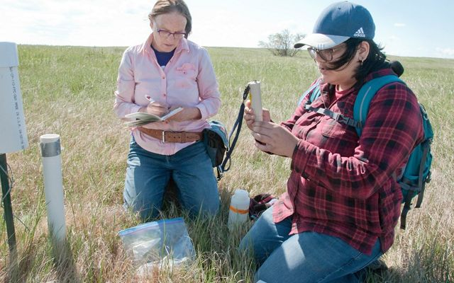 Lisa Lamb and Alicia Gaytan record water chemistry data.