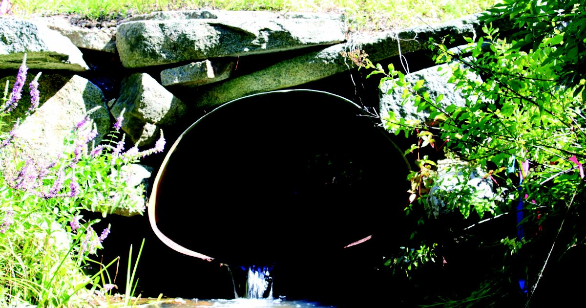 The perched culvert on Lubberland Creek.