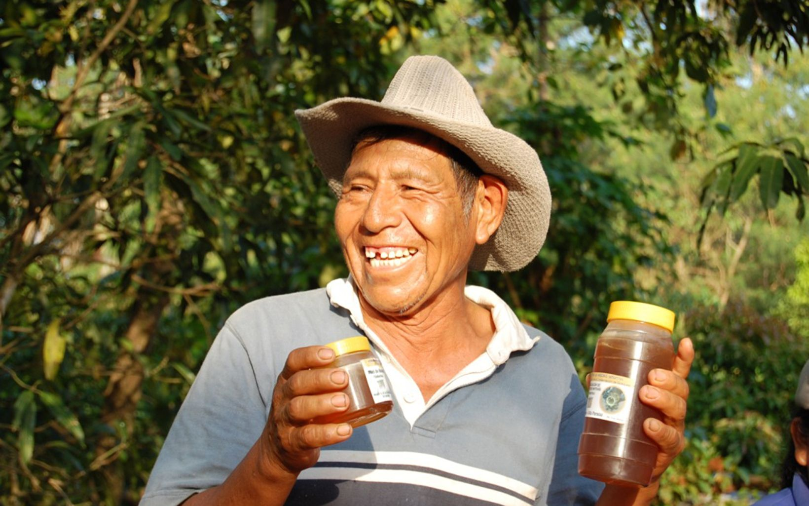 Cattle feces contaminated the drinking water source in Pucará, Bolivia. A water fund now rewards ranchers and farmers who protect lands and streams in the watershed with payments, beehives or irrigation system materials. The program improves water quality and local lives.