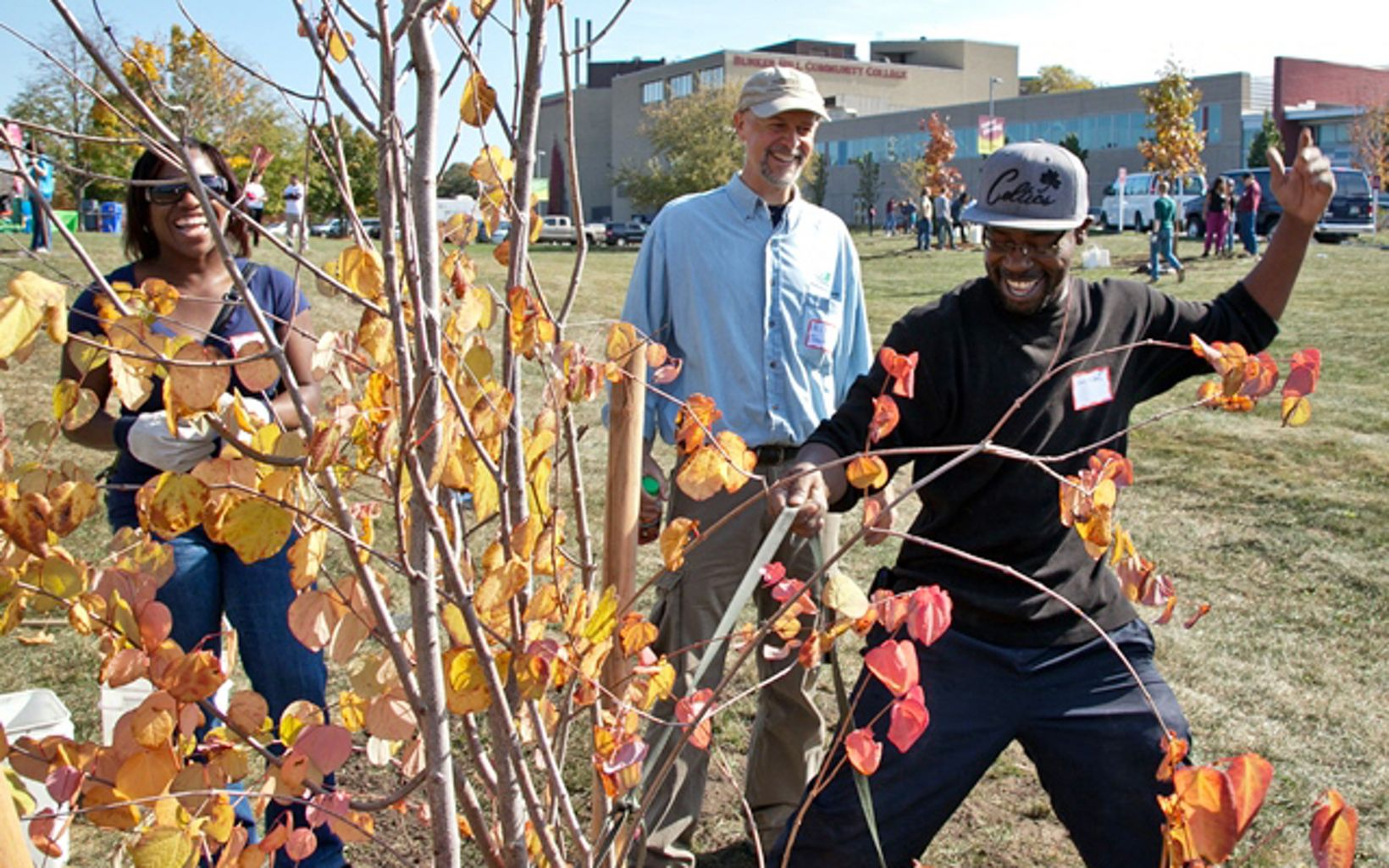 Volunteers help plant trees at a 2013 Odwalla and TNC event in Boston, MA.