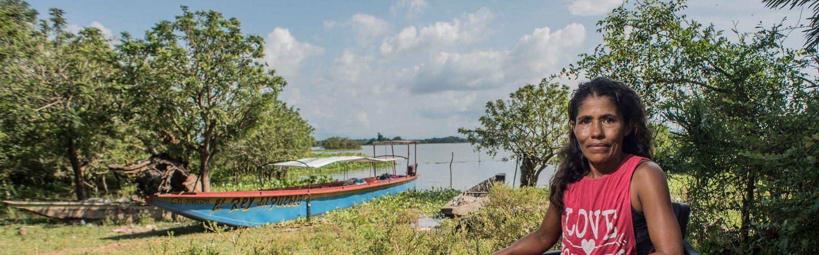 Una de las líderes de la ciénaga de Zapatosa, Cesar, trabaja por la pesca responsable y estrategias de adaptación al cambio climático.