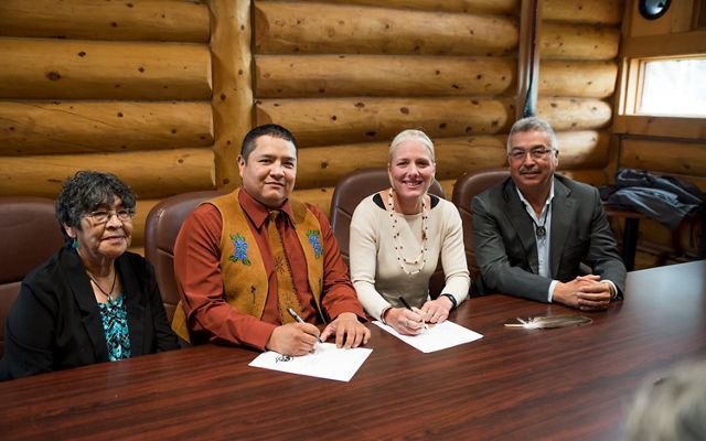 On August 21, Łutsël K'é Dene First Nation signed Establishment Agreements with Parks Canada and the Government of the Northwest Territories that mark a historic milestone for Thaidene Nëné.