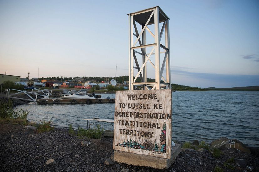 A sign on a pier welcomes visitors to Łutsël K'é.