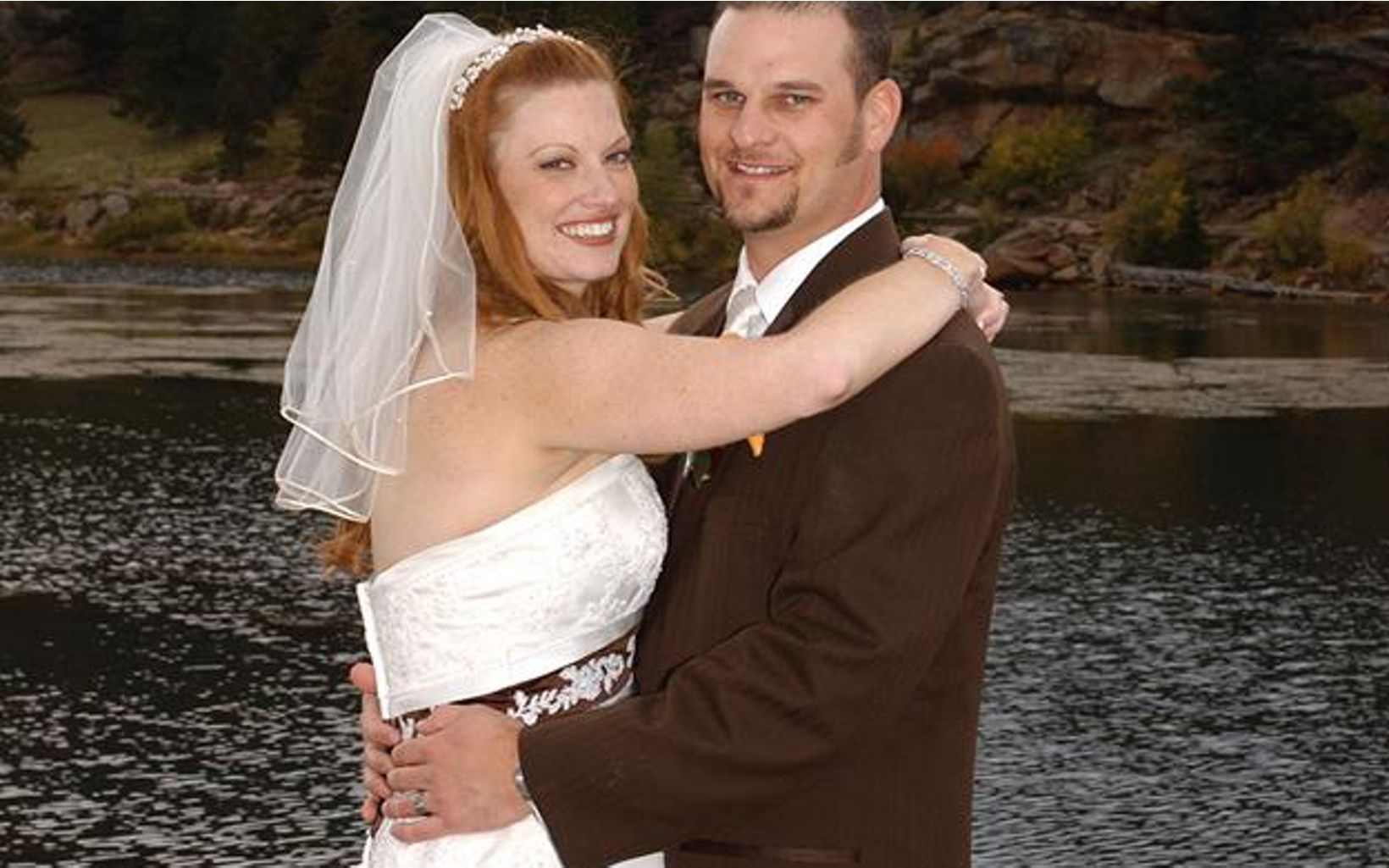 True to their passion, Jeremy and Amanda said their vows outside in Estes Park, CO.