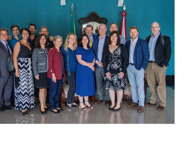 Parte da equipe da TNC Brasil, América Latina e Global, junto com Andrew Miccolis do ICRAF, no salão de estado do Governo do Pará.