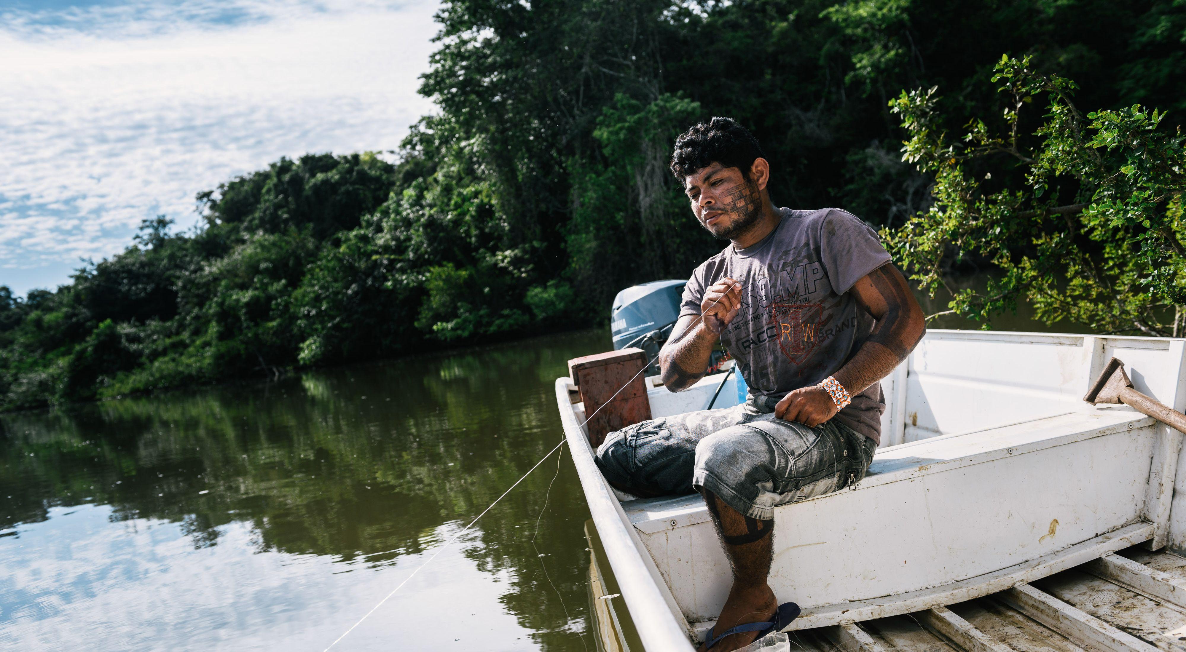 Tekakro usa muitos techinques como larva de coco para pegar peixinhos e, em seguida, usa peixinhos para pegar piranha