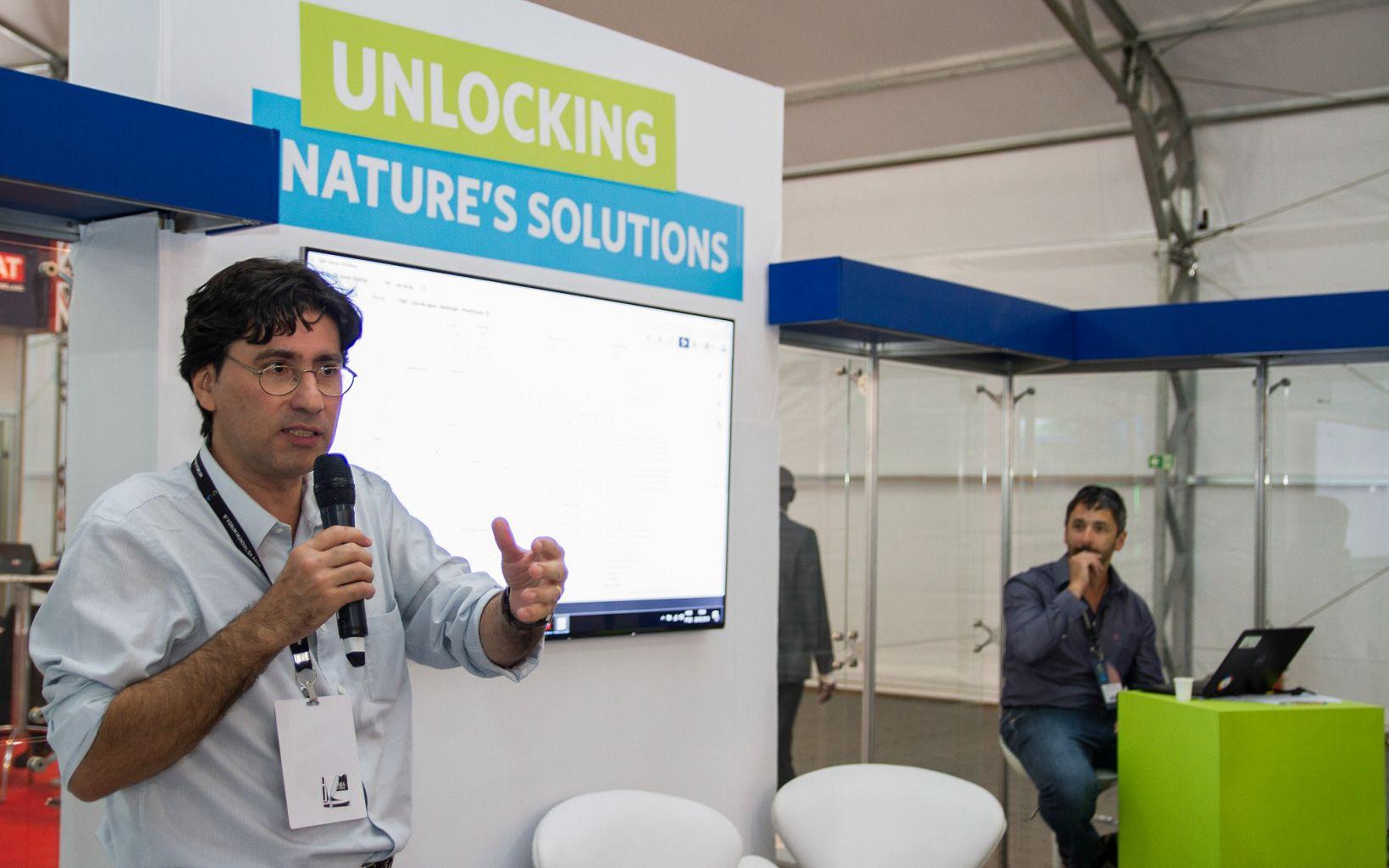 Samuel Barreto e Gilberto Tiepolo, Gerentes de Segurança Hïdrica da TNC Brasil, em palestra no Fórum Mundial de Água, em Brasília.