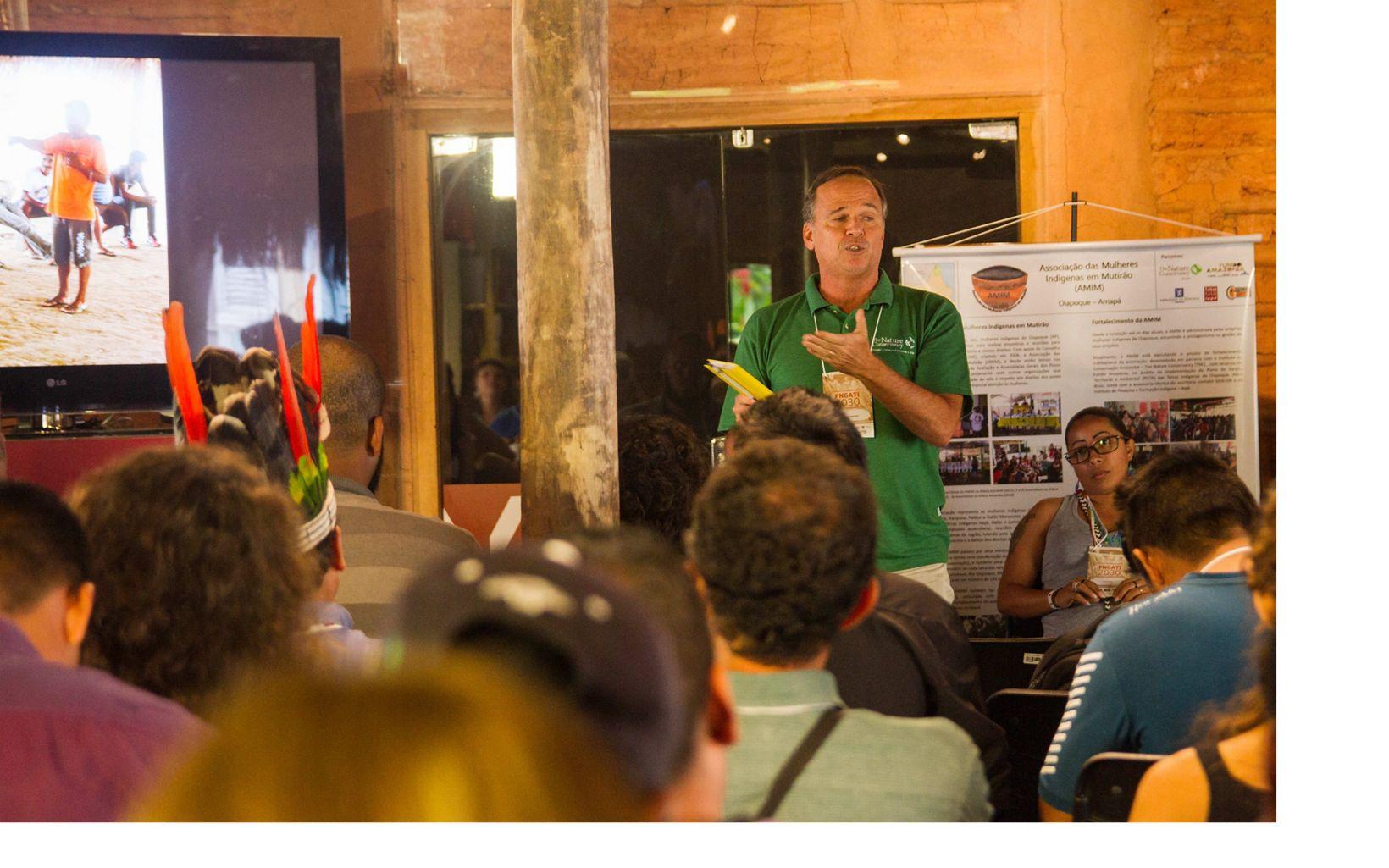 Fernando Bitterncourt, Gerente de Projetos com Povos Indígenas, falando no Seminário PNGATI 2030, no Rio de Janeiro, em 2018.