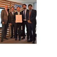 Hugo Contreras e Aurelio Ramos, da The Nature Conservancy, recebem prêmio junto com parceiros da Aliança de Fundos de Água da América Latina.