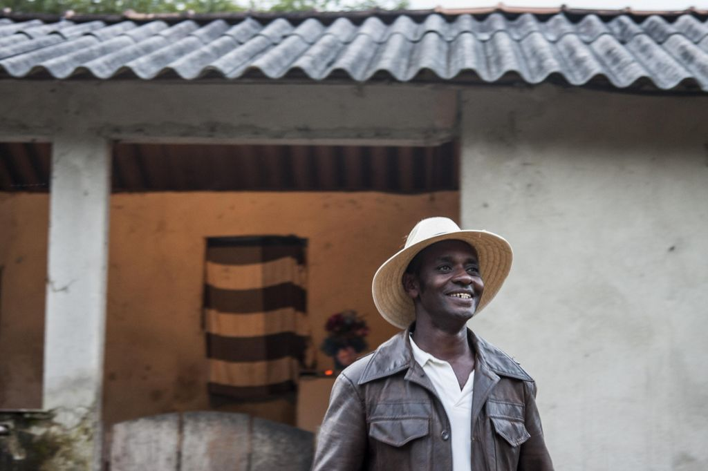 O produtor de água Bené Leite, sorrindo