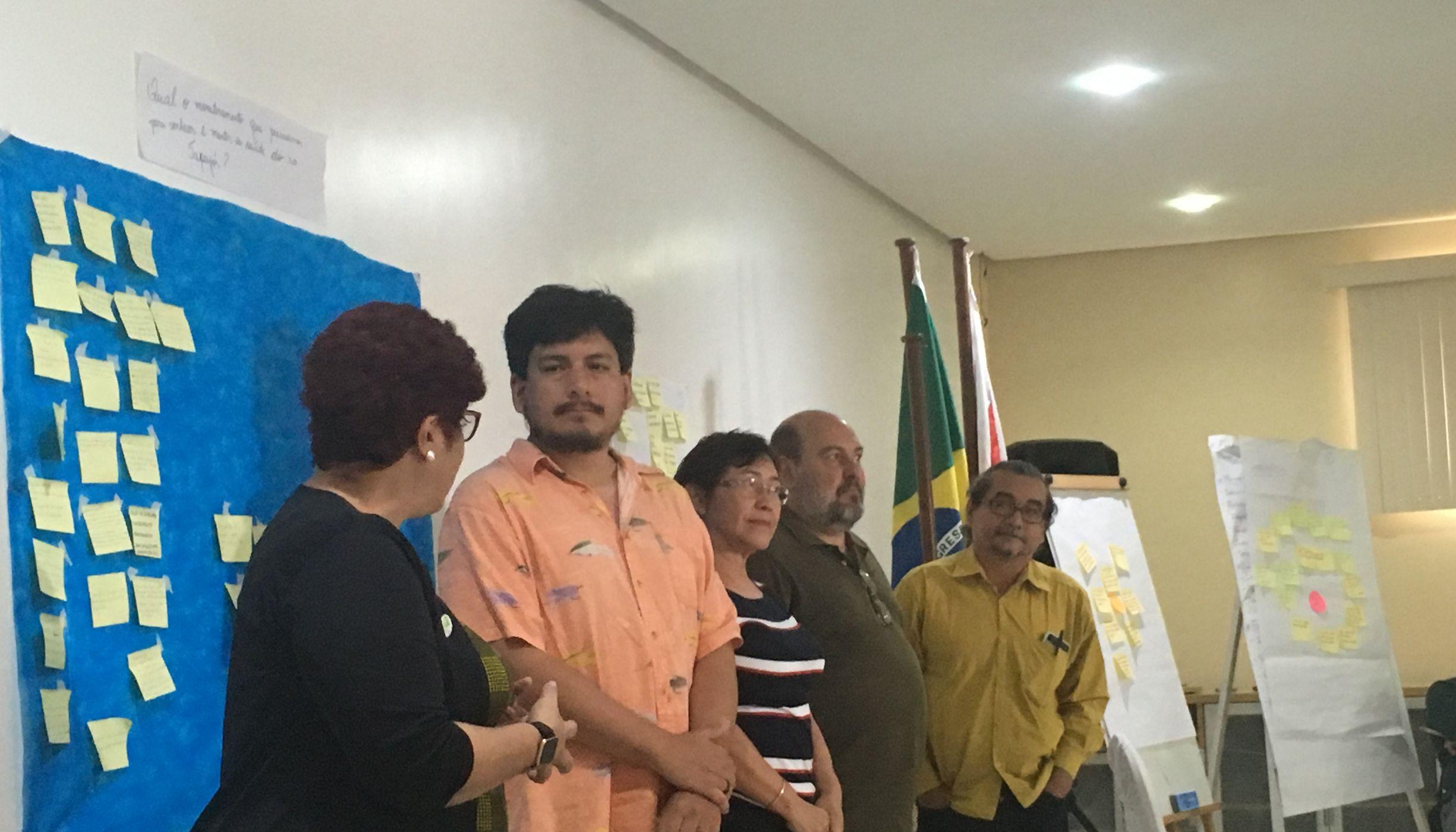 Participantes apresentam resultados de debate em uma das dinâmicas do evento.