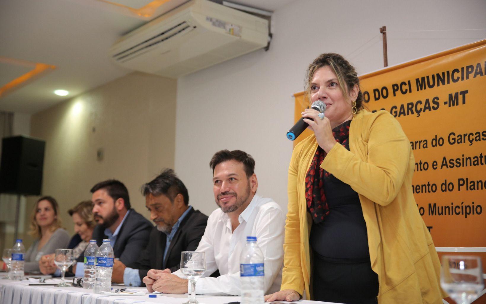 Daniela Mariuzzo, Diretora do Programa Brasil do IDH, falando durante o evento.