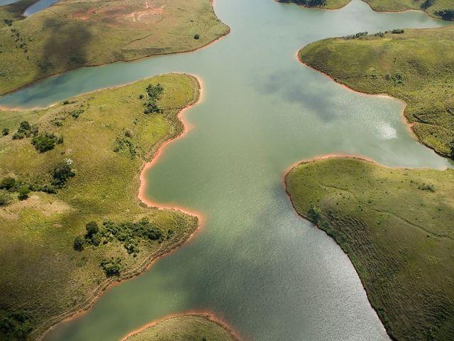 Imagem aérea da Represa do Jaguari, parte do Sistema Cantareira, em Joanópolis-SP.