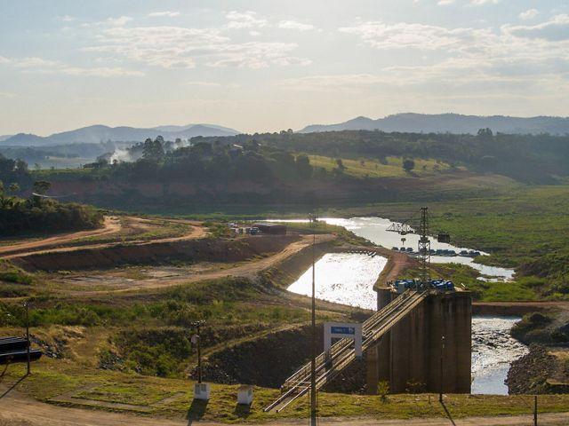 Área de captação de água na Represa do Jaguari, em Joanópolis-SP, no ano de 2015.