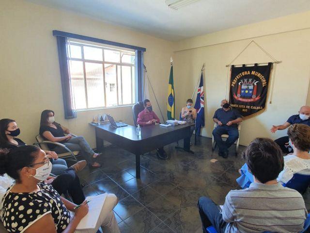 Reunião em Santa Rita de Caldas-MG durante as conversas para adesão ao programa Conservador da Mantiqueira