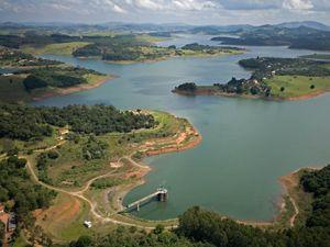 Vista aérea do Rio Jaguari, que faz parte do sistema Cantareira em Salesópolis - SP