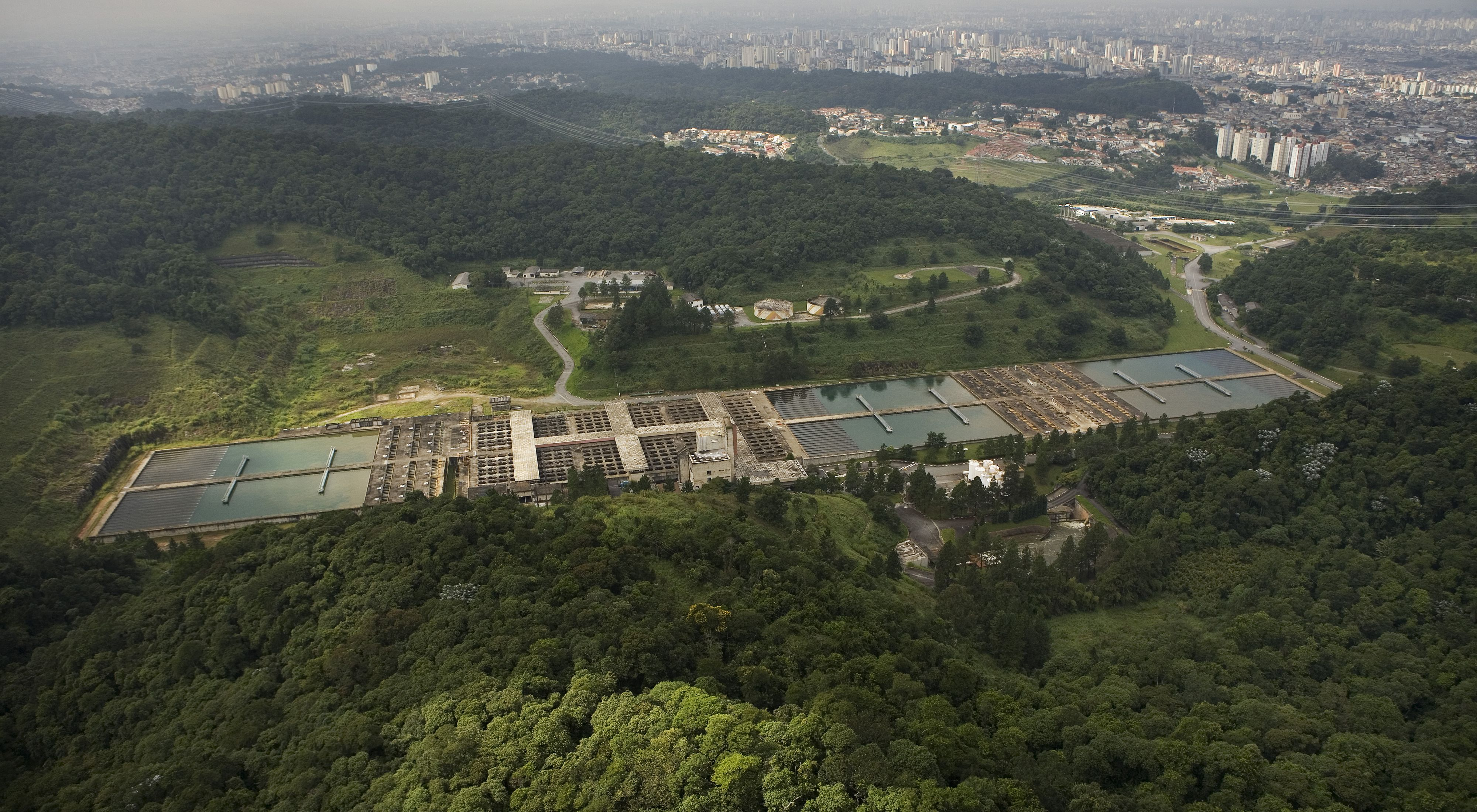 (ALL RIGHTS, ALL USES - CREDIT IS MANDATORY) Aerial view of the water purification plant, part of the Cantareira system which provides fifty percent of Sao paulo's drinking water. Some of the Sao Paulo urban area can be seen beyond the water treatment facility. PHOTO CREDIT: ©Scott Warren
