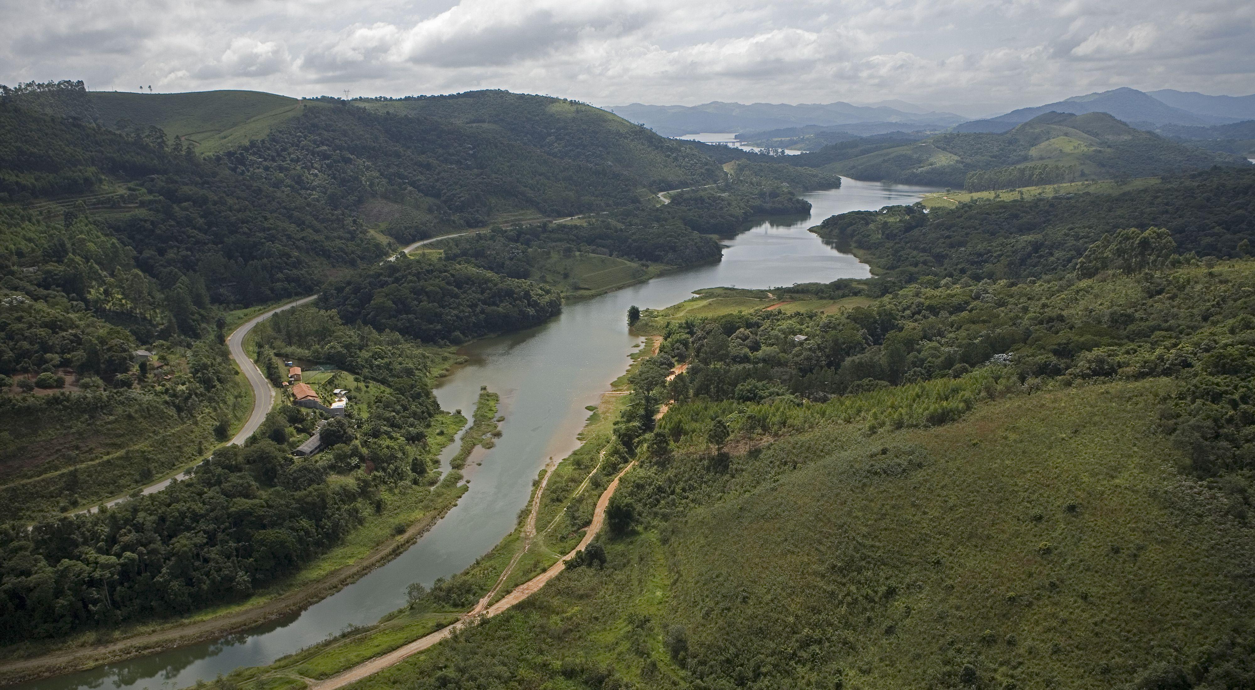 Vista aérea do reservatório Atibainha, parte do Sistema Cantareira, em Nazaré Paulista-SP.