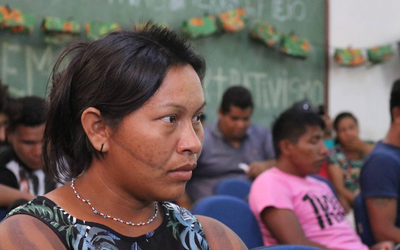 Kokote Xikrin, uma das lideranças do trabalho com óleo de babaçu nas aldeias Xikrin, participou do evento expondo o trabalho das mulheres da comunidade.