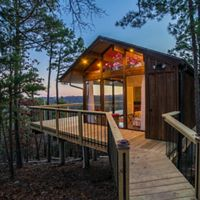 Bungalow at Kings River Deck House in Arkansas.