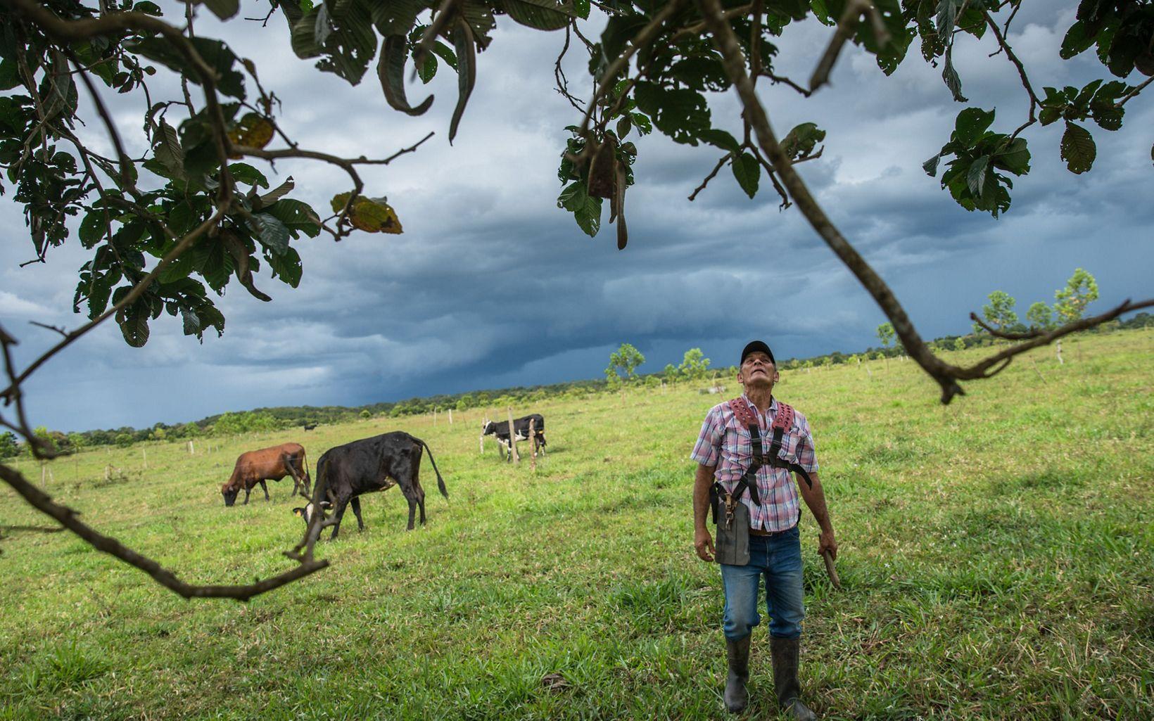 Edilson pertenece a un gremio profundamente tradicional que apenas ahora ve su potencial para ser parte de la solución climática, y se ha comprometido con corregir errores.