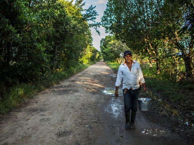 Para Edilson, el cambio llegó cuando notó que producir y reforestar pueden ir de la mano, y que además reducir sus impactos le puede traer hasta el doble de productividad.