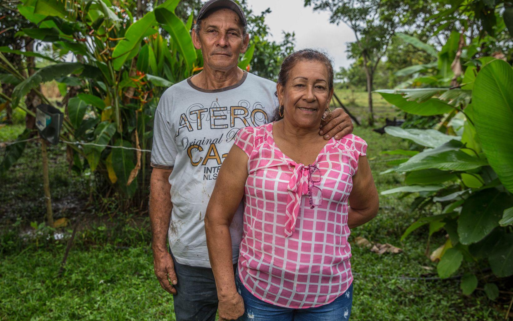 Más de 4000 familias beneficiadas por la asistencia técnica del proyecto GCS son como la de Edilson y Rosalba, para quienes la naturaleza tiene un nuevo valor.
