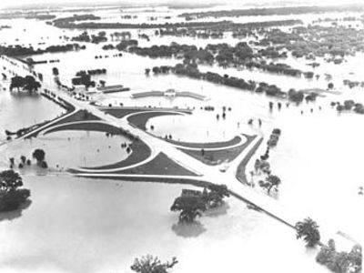 Black and white aerial view of the intersection of US highways 24 & 75 covered in water in 1951.