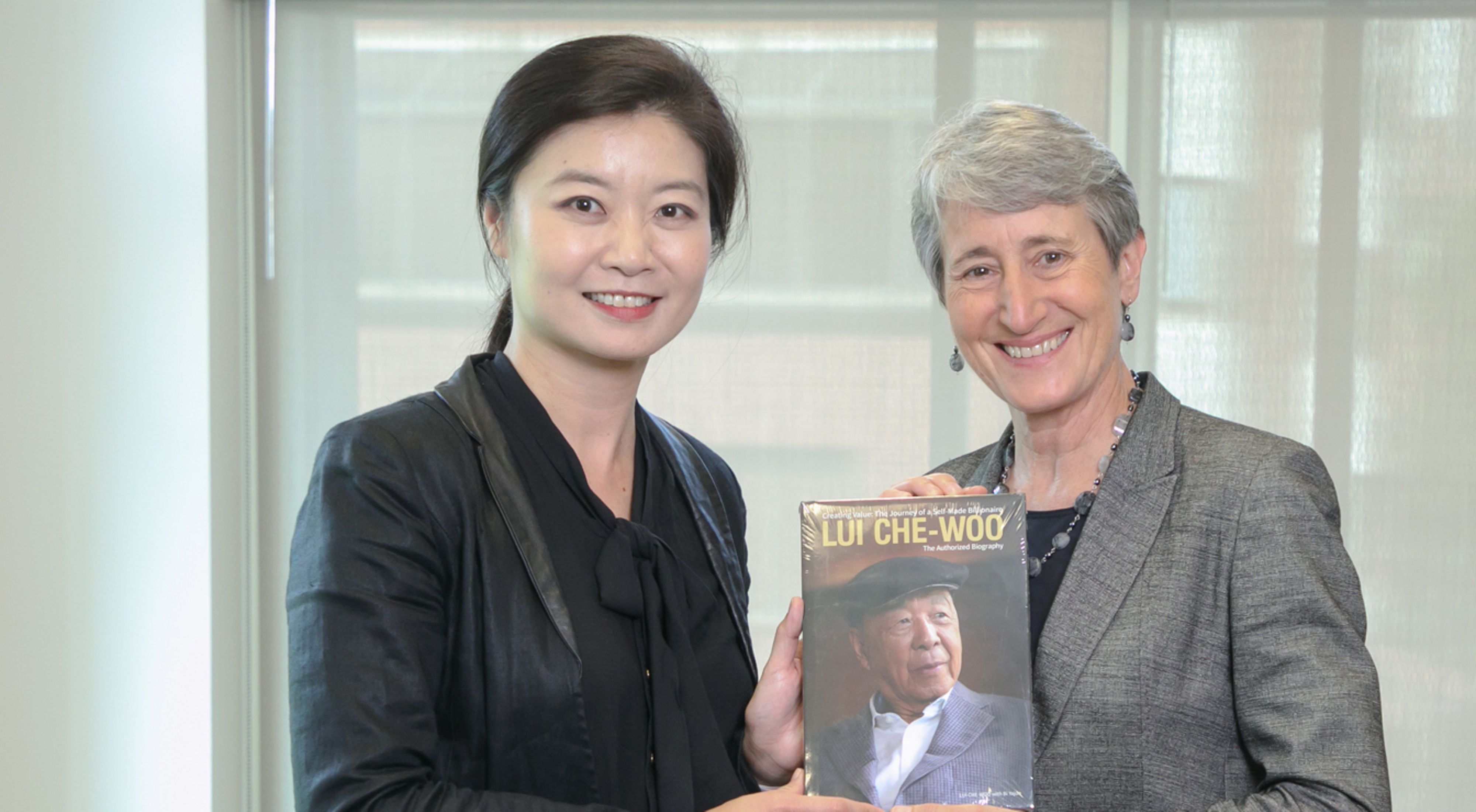 for Sustainability was awarded to TNC. LUI Che Woo Prize General Manager Yvonne Lai (left) met with TNC CEO Sally Jewell (right) at our Worldwide Office in Arlington, Virginia