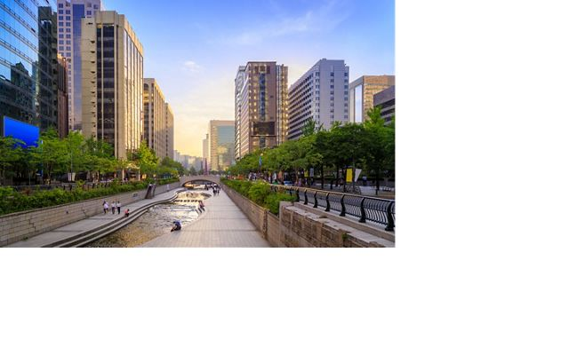 Sunset At Cheonggyecheon Stream in Seoul, South Korea