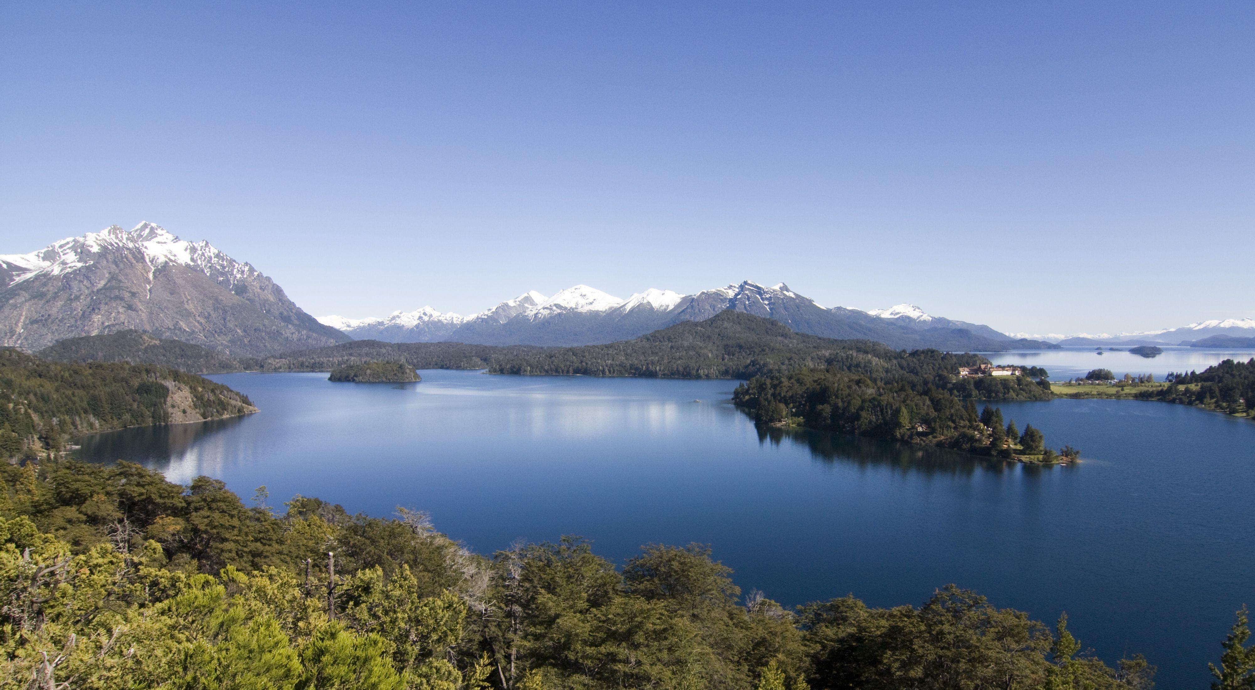 Vista del lago Nahuel-Huapi en el Parque Nacional Nahuel Huapi de Argentina.