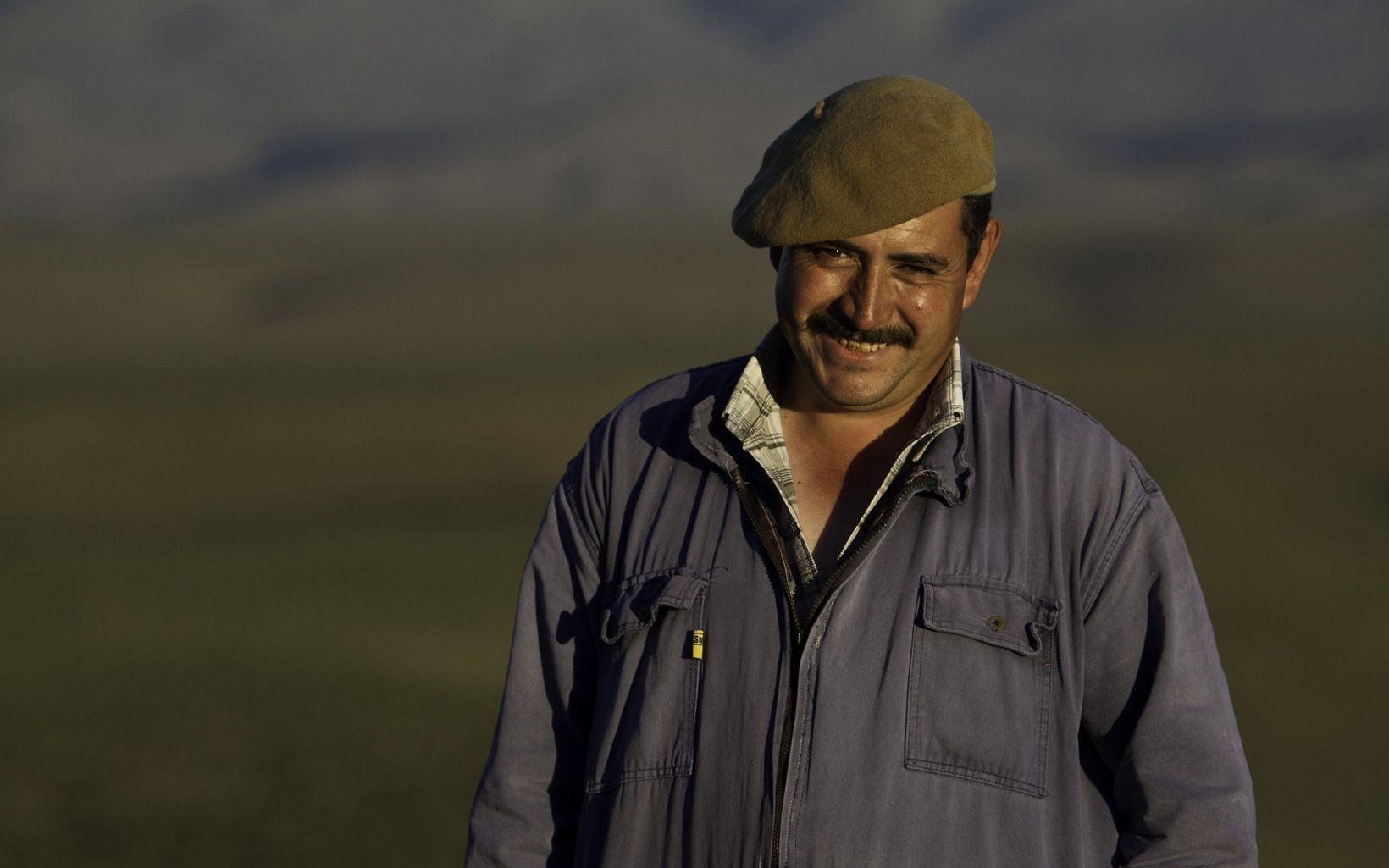 Hombre sonriente en la Pampa, Argentina