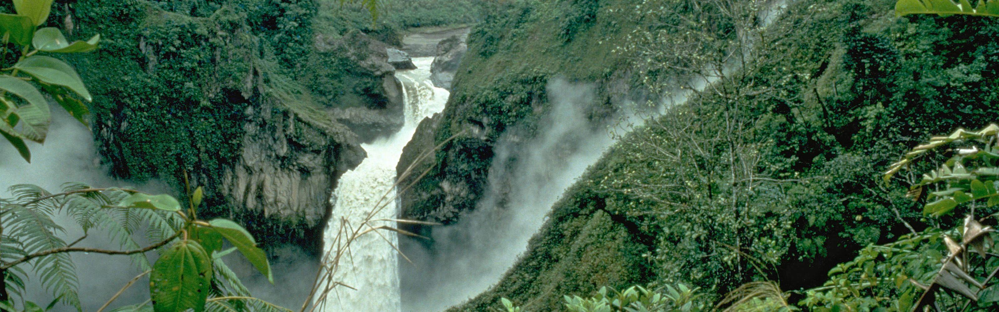 Cascada San Rafael en la Reserva Ecológica Cayambe-Coca en Ecuador