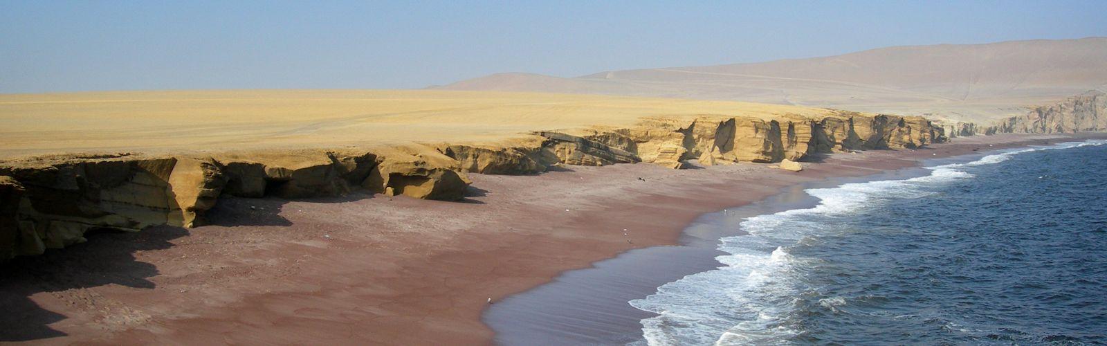 Desierto de la costa del Pacífico de la Reserva Nacional de Paracas, Perú.