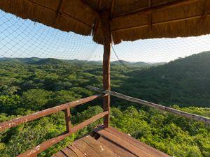Vista desde la torre de observación en la Reserva Biocultural Kaxil Kiuic de 4,500 acres operada por el Colegio Millsaps en San Sebastián, Yucatán en México.