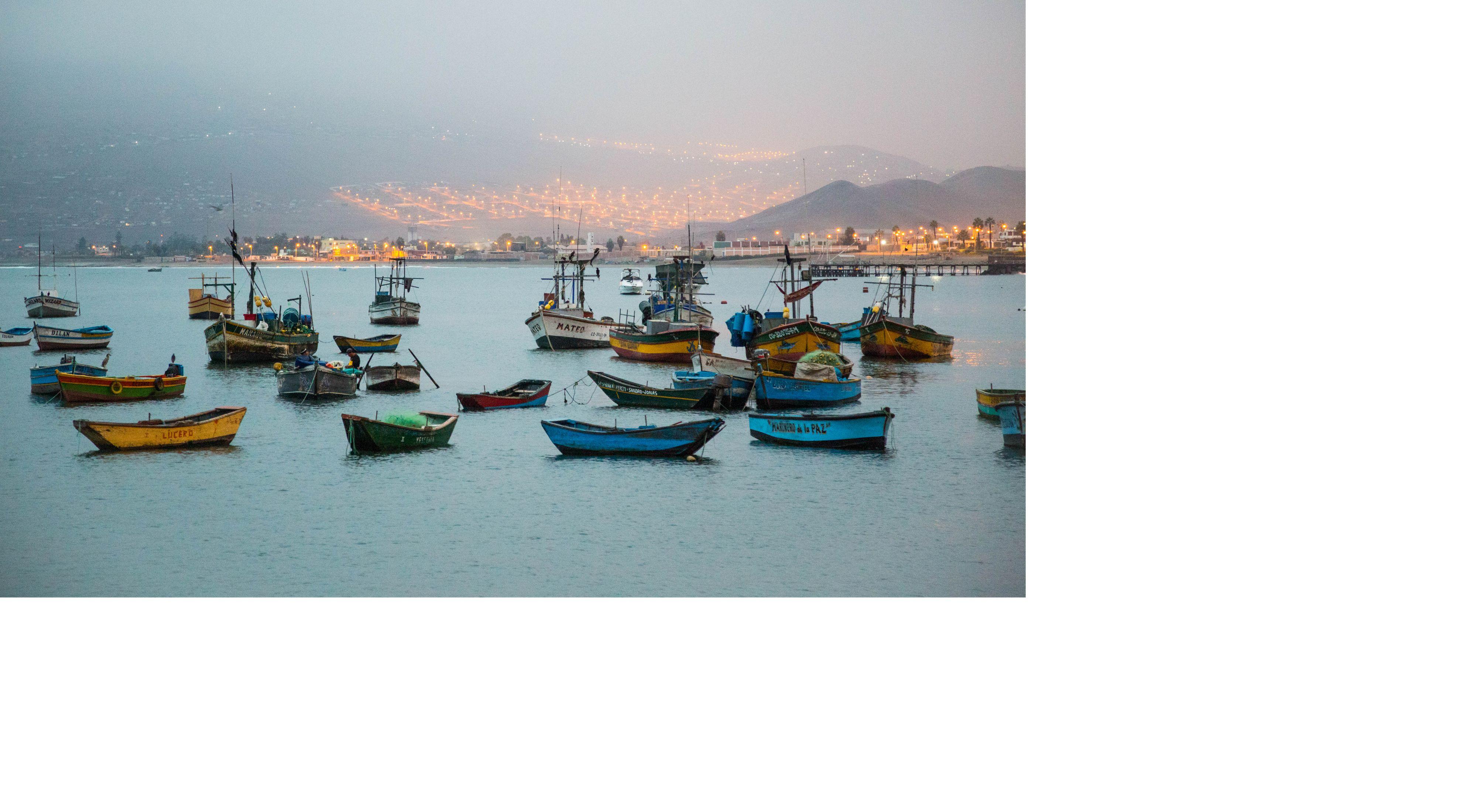 Pescadores en Ancón Perú