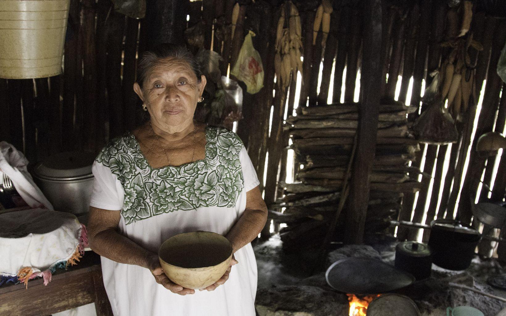 Mujer Maya en la Selva Maya